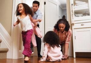 700-588701 © Tom Feiler Model Release Family at Home
